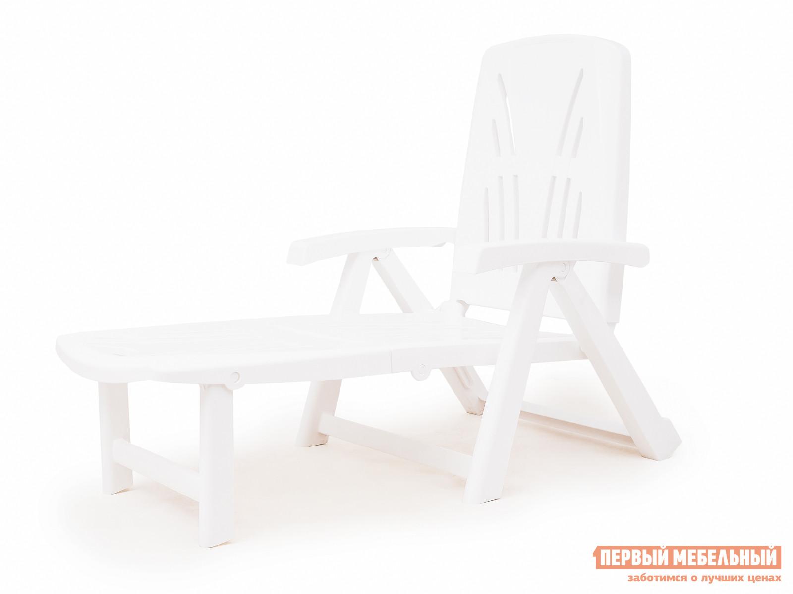 Шезлонг Отдых с комфортом Шезлонг-лежак Lettino КП БелыйЛежаки и шезлонги<br>Габаритные размеры ВхШхГ 339x737x1887 мм. Складной пластиковый шезлонг-лежак одновременно прост и функционален.  Конструкция предусматривает изменение наклона подставки для ног, благодаря чему на шезлонге можно не только сидеть или лежать, но и отдыхать полулежа.  Спинка шезлонга регулируется в зависимости от предпочтений отдыхающего.  Оформление спинки шезлонга обеспечивает отличную вентиляцию.  Изделие оборудовано подлокотниками, их функциональное назначение – сделать пребывание на шезлонге максимально удобным и приятным.  Модель очень легко и быстро складывается.  Шезлонг изготовлен из полипропилена, общеизвестное свойство которого – долгий срок эксплуатации, а так же высокая прочность материала (выдерживает нагрузку до 120 кг).  Пластиковая мебель не боится перепадов температур, повышенной влажности.  Такая мебель станет верным союзником в комфортном и гармоничном отдыхе.<br><br>Цвет: Белый<br>Высота мм: 339<br>Ширина мм: 737<br>Глубина мм: 1887<br>Кол-во упаковок: 1<br>Форма поставки: В собранном виде<br>Срок гарантии: 3 месяца<br>Тип: Складные<br>Тип: Трансформер<br>Назначение: Для бассейна<br>Назначение: Для дачи<br>Материал: Пластик<br>Размер: Одноместные
