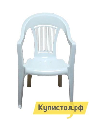 Пластиковый стул ЭЛП Кресло «Венеция» БелыйПластиковые стулья<br>Габаритные размеры ВхШхГ 910x550x410 мм. Пластиковый стул тоже может быть элегантным, и кресло «Венеция» тому доказательство.  Покатая спинка, аккуратные подлокотники и удобное сиденье делают модель изящной и гармоничной деталью для обустройства зоны отдыха на веранде, в саду вашего загородного участка или на лоджии квартиры.  Глубокое сиденье и перфорированная спинка, пропускающая воздух, обеспечат комфортный и приятный отдых в таком кресле. Стул выполняется из пластика, легкого, но прочного материала, устойчивого к погодным влияниям и перепадам температур.  Модель весит всего 2,3 кг, вы с легкостью сможете вынести кресло на улицу и, устроившись под любимой яблоней, насладиться свежим воздухом и захватывающей книгой.  Размеры стула составляют 910 х 550 х 410 мм.  Высота от пола до сиденья — 445 мм, ширина и глубина сиденья — 440 мм.  Кресло выдерживает до 120 кг.<br><br>Цвет: Белый<br>Высота мм: 910<br>Ширина мм: 550<br>Глубина мм: 410<br>Кол-во упаковок: 1<br>Форма поставки: В собранном виде<br>Срок гарантии: 1 год<br>С подлокотниками: Да