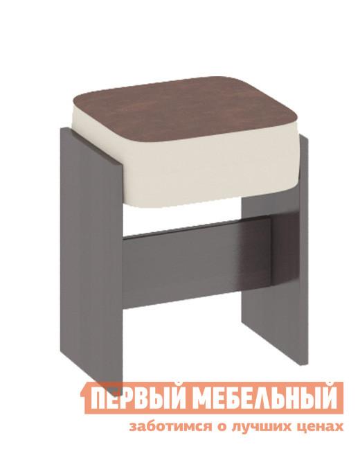 Табурет ТриЯ Кантри Т1 Венге / Темно-коричневая № 725 иск. кожаТабуреты<br>Габаритные размеры ВхШхГ 450x345x280 мм. Стильный мягкий табурет отлично дополнит как классический, так и современный интерьер кухни или обеденной зоны. Модель имеет широкие ножки, соединенные поперечной планкой для прочности и устойчивости. Максимальная нагрузка составляет 80 кг. Каркас табурета выполняется из ЛДСП, обивка сидения — искусственная кожа.<br><br>Цвет: Коричневый<br>Цвет: Венге<br>Высота мм: 450<br>Ширина мм: 345<br>Глубина мм: 280<br>Кол-во упаковок: 1<br>Форма поставки: В разобранном виде<br>Срок гарантии: 24 месяца<br>Тип: До 80 кг<br>Назначение: Для кухни<br>Материал: ЛДСП<br>Форма: Квадратные<br>Высота: Высота 45 см<br>С мягким сиденьем: Да<br>С деревянными ножками: Да<br>Стиль: Современный<br>Обивка: Искусственная кожа