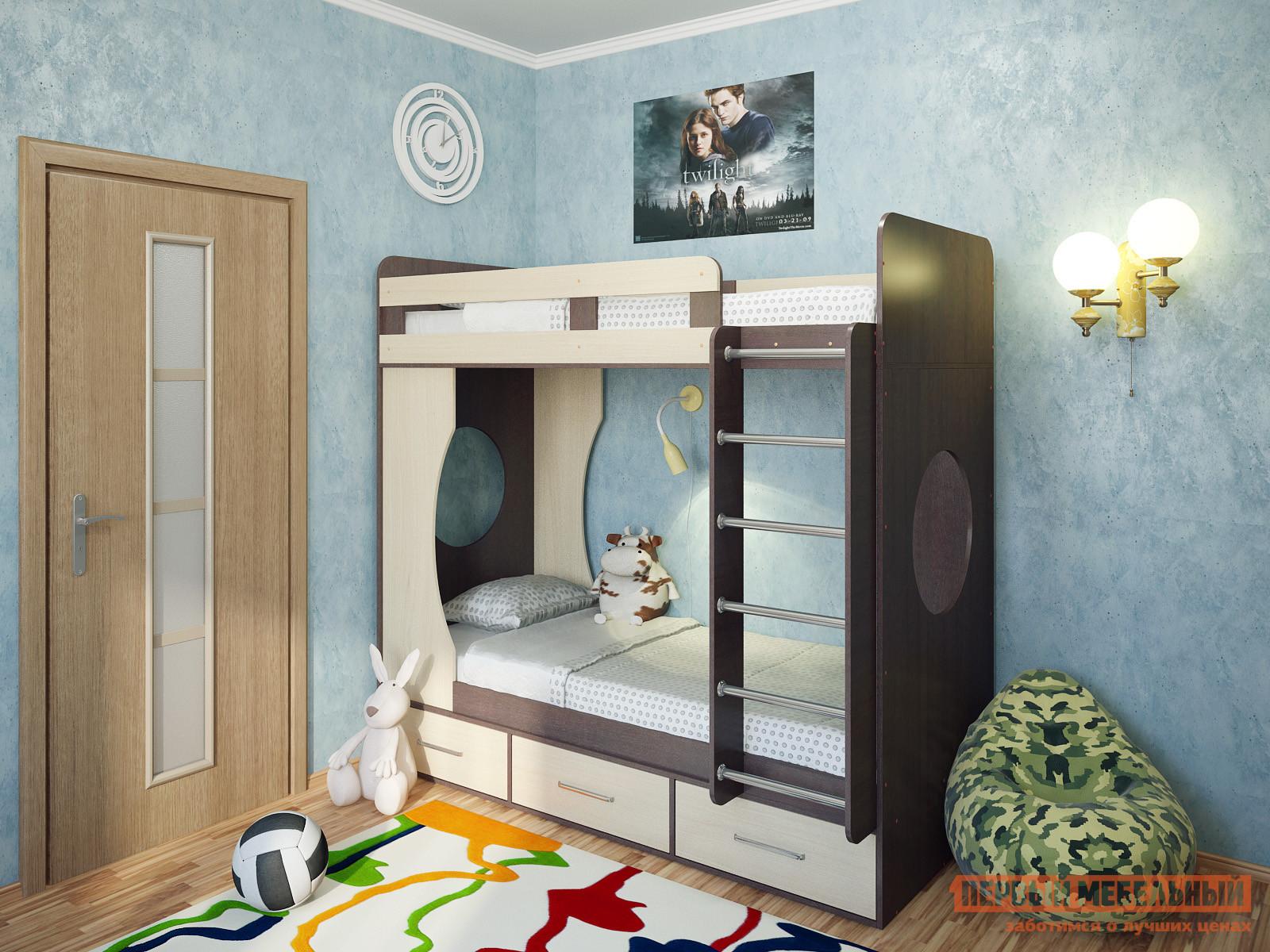 Кровать Милана Милана-1 Венге Венге / Дуб, Без матрасов Милана Габаритные размеры ВхШхГ 1760x1940x870 мм. Детская двухъярусная кровать — это отличное решение для организации пространства в небольшой комнате с двумя детьми.  Все края имеют скругления, а верхний ярус оборудован бортиком. <br> В боковинах располагаются круглые окошки, которые будут пропускать свет на нижний ярус и могут использоваться малышами во время игр.  Удобная широкая лестница позволит легко взбираться на второй этаж и будет способствовать физическому развитию детей.  Кровать дополнена тремя выдвижными ящиками для постельных принадлежностей, игрушек и прочих детских вещей. <br>Размеры спальных мест — 800 х 1900 мм. </br>Основание кроватей — настил из ЛДСП. <br>Максимальная нагрузка на верхний ярус составляет 100 кг. <br>Модуль универсальный: его можно собрать как на правую, так и на левую сторону. <br>Обратите внимание! Необходимо выбрать удобный для вас вариант покупки кровати: с матрасами или без них.  Ознакомиться с моделью матраса, который входит в комплект кровати, вы можете в разделе «Аксессуары». <br>Изделие изготавливается из ЛДСП толщиной 16 мм.  Края обработаны кромкой ПВХ 0,4 и 2 мм.  Перекладины у лестницы выполнены из хромированного металла. <br>