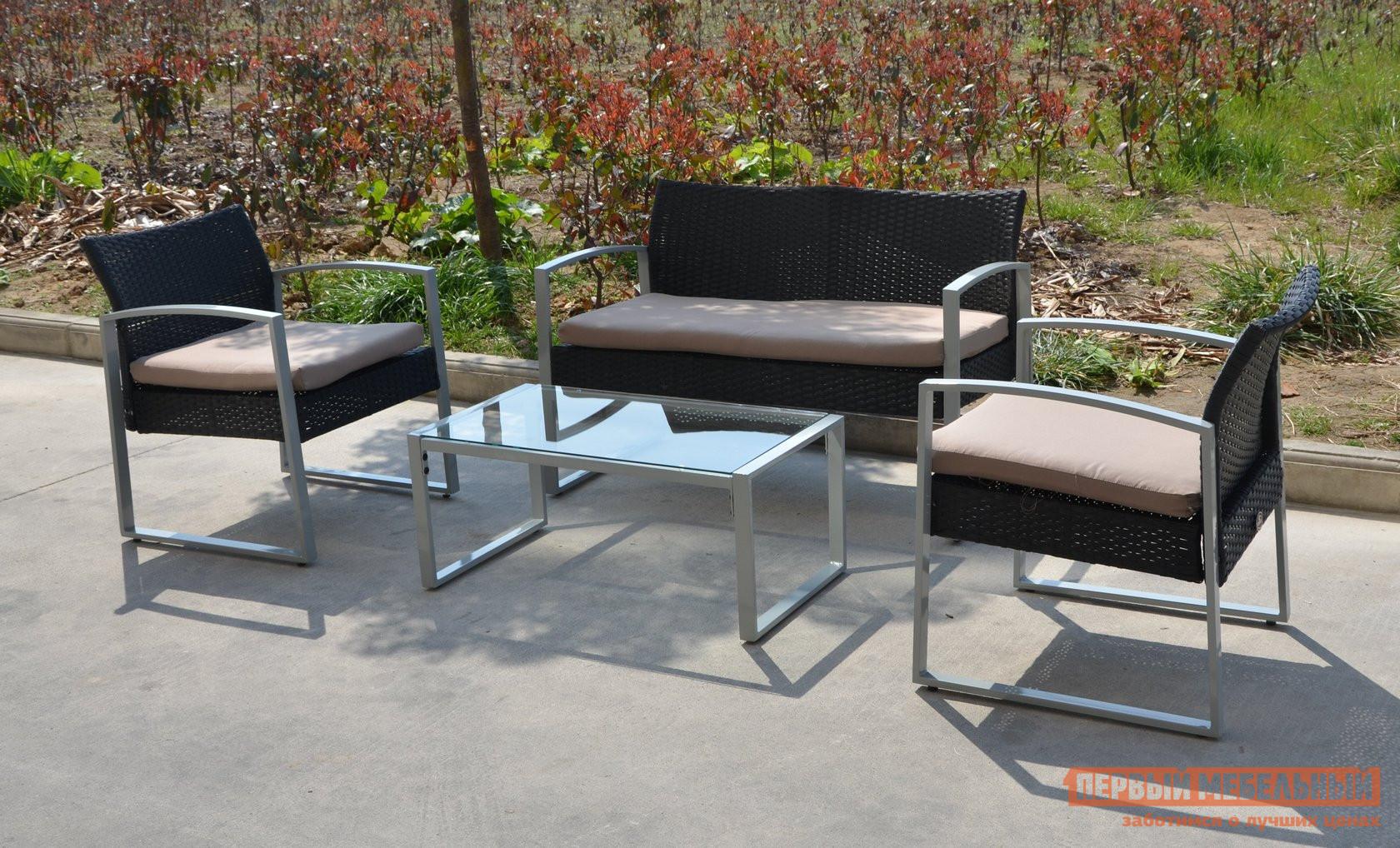 Комплект плетеной мебели Kvimol KM-0314 Коричневый иск. ротанг  / Бежевые подушкиКомплекты плетеной мебели<br>Габаритные размеры ВхШхГ 740x1110x640 мм. Уютный комплект плетеной мебели KM-0314 от Kvimol сочетает в себе два кресла с подлокотниками, двухместный диван и стеклянный кофейный столик на металлических ножках.  Сиденья кресел и дивана дополнены мягкими подушками толщиной 50 мм.  Весь набор сделан из прочных материалов, которые устойчивы к воздействию солнечных лучей и влажности.  Вы можете оставлять мебель на улице на весь дачный сезон и с ней ничего не случится. Этот комплект садовой мебели идеален для оформления зоны отдыха в тени деревьев, в беседке или на веранде дома.  Если у вас уже есть шатер, то под его куполом с таким комплектом получится настоящая лаунж зона для самой безмятежной сиесты. Размеры мебели:двухместный диван (ВхШхГ): 740 х 1110 х 640 мм. кресла (ВхШхГ): 740 х 590 х 640 мм. столик (ВхШхГ): 360 х 830 х 450 мм. Каркас мебели сделан из стальном рамы и покрыт порошковым напылением.  Спинка и сиденье дивана и кресел сплетены из искусственного ротанга.  Столешница — темное закаленное стекло толщиной 5 мм.  В комплект набора входит водонепроницаемый чехол, которым вы сможете накрыть мебель в дождливую погоду.<br><br>Цвет: Коричневый<br>Цвет: Бежевый<br>Высота мм: 740<br>Ширина мм: 1110<br>Глубина мм: 640<br>Кол-во упаковок: 1<br>Форма поставки: В разобранном виде<br>Срок гарантии: 1 год<br>Тип: Плетеная<br>Тип: С журнальным столом<br>Тип: С кофейным столом<br>Материал: Металл<br>Материал: Искусственный ротанг<br>Вместимость: На 4 персоны<br>С подлокотниками: Да<br>С подушкой: Да
