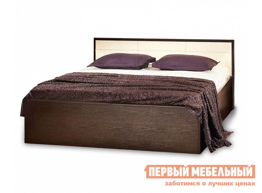 Полутороспальная кровать Глазов-Мебель АМЕЛИ 3 Кровать (металлические ламели) Венге, Спальное место 1400 X 2000 мм, С основанием Глазов-Мебель Габаритные размеры ВхШхГ 812x1505x2080 мм. Полутороспальная кровать с необычным мягким изголовьем и вставками из светлой винил-кожи придает изящества всему изделию.  <br>Корпус выполнен из ЛДСП, фасад со вставками из МДФ. <br>Размер спального места:<br>1400 х 2000 мм. <br><br>Внимание! При заказе необходимо выбрать комплектацию кровати — с основанием или без него.  Основание представляет собой деревянные гибкие рейки (ламели), закрепленные на каркасе, оно служит для улучшения ортопедических свойств матраса. <br>Кровать без основания представляет собой пустой короб.  Выбирайте вариант «без основания» только если оно у вас уже есть. <br>Обратите внимание! Кровать продается без матраса, подходящие варианты матрасов вы можете найти в разделе «Аксессуары». <br>