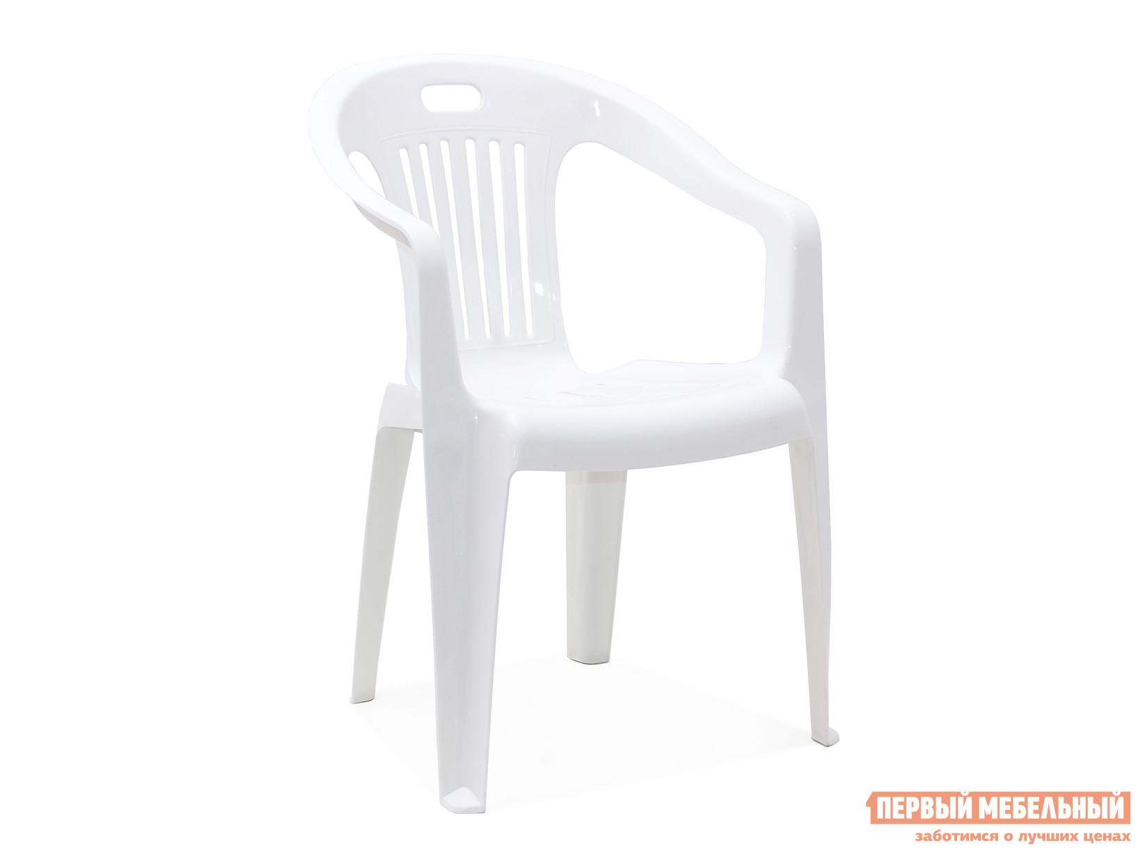 Пластиковый стул Стандарт Пластик Кресло №5 Комфорт-1 (540x535x780мм) БелыйПластиковые стулья<br>Габаритные размеры ВхШхГ 780x540x535 мм. Пластиковое кресло Комфорт простое и практичное.  Оформление спинки кресла обеспечивает отличную вентиляцию, благодаря этому в нем удобно сидеть даже в жаркую погоду.  Также спинка оснащена прорезью для удобной транспортировки кресла.  Изделие оборудовано подлокотниками, их функциональное назначение – сделать пребывание в кресле максимально удобным и приятным. Высота изделия от пола до сиденья составляет 37 см. Пластиковая мебель уникальна сочетанием таких качеств, как повышенная прочность (легко выдерживает нагрузку до 120 кг) и предельная легкость (чуть больше 2 кг).  Мебельные изделия демократичны, хорошо подходят для меблировки дачи, зоны отдыха или летнего кафе.  Пластиковая мебель не боится перепадов температур, повышенной влажности.  Такая мебель станет верным союзником в комфортном и гармоничном отдыхе.<br><br>Цвет: Белый<br>Высота мм: 780<br>Ширина мм: 540<br>Глубина мм: 535<br>Кол-во упаковок: 1<br>Форма поставки: В собранном виде<br>Срок гарантии: 1 год<br>С подлокотниками: Да