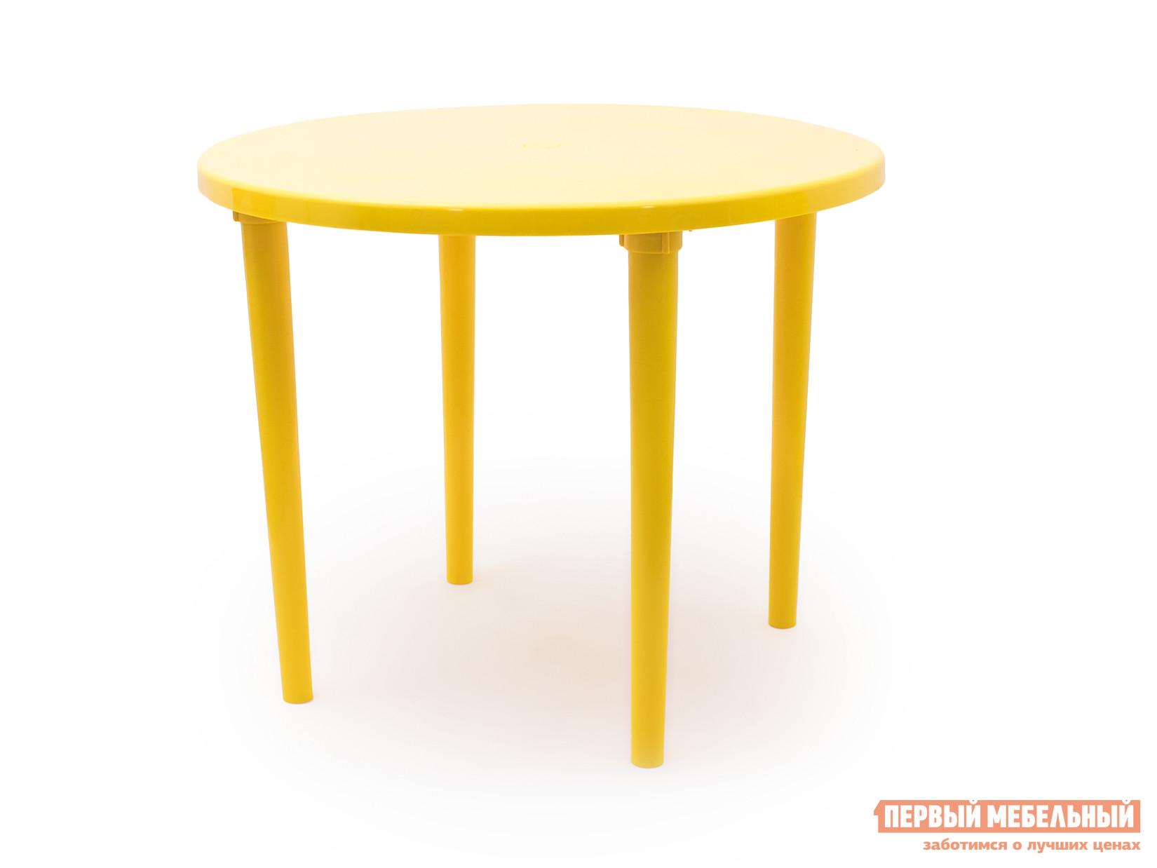 Пластиковый стол Стандарт Пластик Стол круглый, д. 900 мм ЖелтыйПластиковые столы<br>Габаритные размеры ВхШхГ 710x900x900 мм. Пластиковый круглый стол д.  900 мм Рикул совершенно незаменим на даче или в летнем кафе.  Ведь пластик является наиболее практичным материалом для использования на свежем воздухе.  Он легкий, прочный, не боится воды и грязи, температурных перепадов. Широкая круглая столешница создаст удобные условия для обеда всей семьей на террасе или в саду.  В центре есть отверстие для зонта, с которым ваше пребывание даже в солнечный полдень станет комфортным.<br><br>Цвет: Желтый<br>Высота мм: 710<br>Ширина мм: 900<br>Глубина мм: 900<br>Кол-во упаковок: 1<br>Форма поставки: В разобранном виде<br>Срок гарантии: 1 год<br>Форма: Круглые<br>Размер: Большие