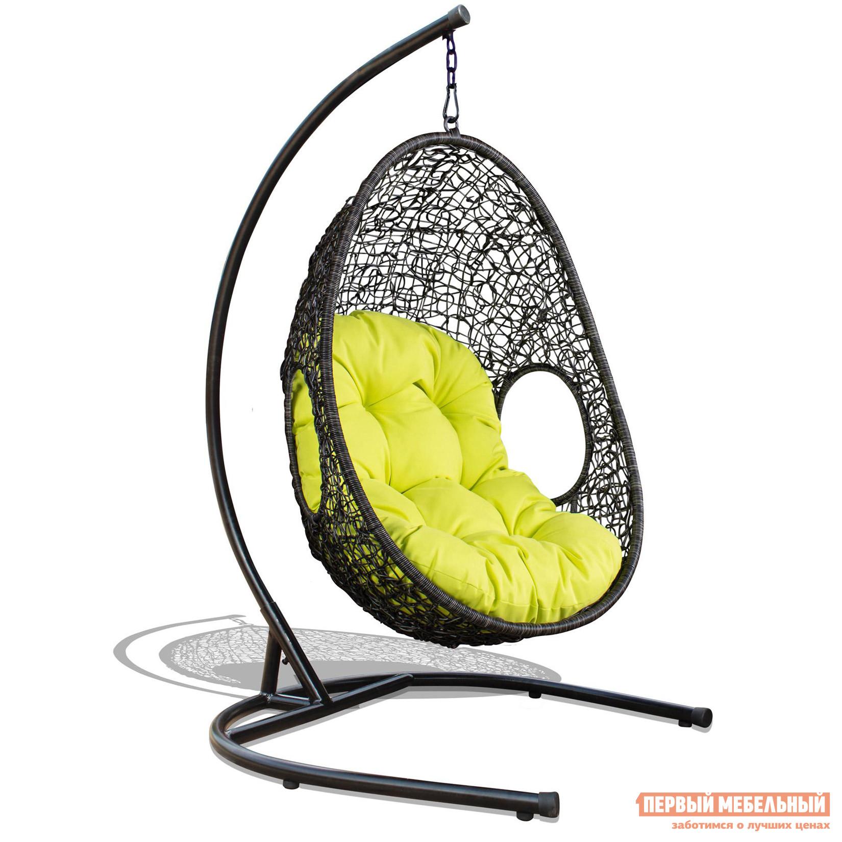 Подвесное кресло KWA 5607 Luton  Ротанг коричневыйПодвесные кресла<br>Габаритные размеры ВхШхГ 1830x710x880 мм. Уютное подвесное кресло — уникальный предмет интерьера.  Оно привнесет оригинальность, нотки футуризма в дизайн помещения, и в нем так комфортно сидеть, качаться и дремать. Такое кресло станет прекрасным дополнением как в квартире, так и в загородном доме. Высота кресла без стойки — 1270 мм. Основание и стойка, входящие в комплект изделия, выполнены из прочной стали.  Кресло имеет отличную устойчивость. Обратите внимание, яркая мягкая подушка входит в комплект кресла. Мебель из искусственного ротанга — это воплощение стиля, легкости и экологичности.  Отличительными особенностями мебели из искусственного ротанга являются устойчивость к влаге, палящим солнечным лучам, перепадам температур, неприхотливость в уходе — достойный вид мебельного изделия легко поддерживать с помощью влажной уборки губкой.<br><br>Цвет: Коричневый<br>Высота мм: 1830<br>Ширина мм: 710<br>Глубина мм: 880<br>Форма поставки: В собранном виде<br>Срок гарантии: 1 год<br>Тип: Кресла-коконы<br>Тип: Кресла-яйца<br>Материал: Искусственный ротанг<br>Форма: Круглые<br>Размер: Одноместные<br>Со стойкой: Да<br>С подушкой: Да<br>Со спинкой: Да