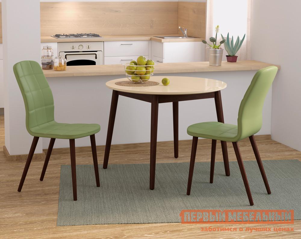 Обеденная группа для кухни Mebwill Бейз Круглый + 2 стула Зеленый / Кремовый/Темное дерево Mebwill Габаритные размеры ВхШхГ xx мм. Для теплых обедов и чаепитий в современном пространстве отлично подойдет комплект Бейз К2.  Он включается в себя три предмета, которые создают правильное настроение с первой минуты. <br>Гармоничное сочетание стеклянной столешницы с деревянными ножками и мягкой обивкой стульев подчеркнуты еще и необычным цветовым решением. <br>Стол (ВхШхГ): 750 х 1000 х 1000 мм изготовлен из массива дерева и закаленного стекла.  При желании вы можете увеличить его полезную длину до 1370 мм с помощью вставки из ЛДСП, которая прячется внутри. <br>Два стула (ВхШхГ): 970 х 440 х 400 мм заряжают позитивной энергией и весьма практичны.  Ведь с экокожи очень просто удалять различные загрязнения. <br><br>
