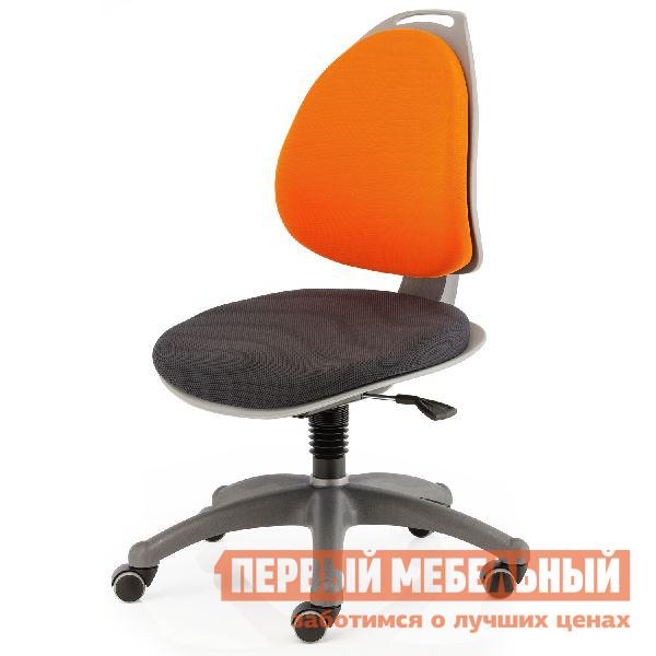 Компьютерное кресло Kettler BERRI  Черный / Оранжевый Kettler Габаритные размеры ВхШхГ 840 / 1000x600x700 мм. Современное детское компьютерное кресло — это не только стильный дизайн, но и забота о здоровье ребенка. </br>Кресло растет вместе с ребенком, в нем будет удобно и малышу ростом 110 см, и юноше, имеющему рост более 170 см.  Расстояние от пола до сиденья изменяется в пределах от 360 до 520 мм. </br>Высота изделия легко регулируется с помощью газовой пружины и фиксируется специальным рычажком.  Изогнутая спинка учитывает анатомические особенности спины ребенка. </br>Благодаря небольшому наклону сидения, что приводит к рефлекторному выпрямлению спины, у ребенка формируется правильная осанка.  При изменении высоты спинки кресла, глубина сидения изменяется автоматически. </br>Кресло оборудовано механизмом, обеспечивающим динамичную посадку.  При снятии фиксации сидения с помощью рычажка, можно раскачиваться в кресле, что по ощущениям напоминает занятие на гимнастическом шаре.  Такое решение учитывает детскую непоседливость, и малыш может заниматься физической активностью прямо во время выполнения домашнего задания. <br> <br>Широкая крестовина служит гарантией от опрокидывания стула.  Тканевые чехлы легко снимаются, их можно стирать.  Сверху спинки предусмотрена ручка, облегчающая транспортировку кресла.  <br>