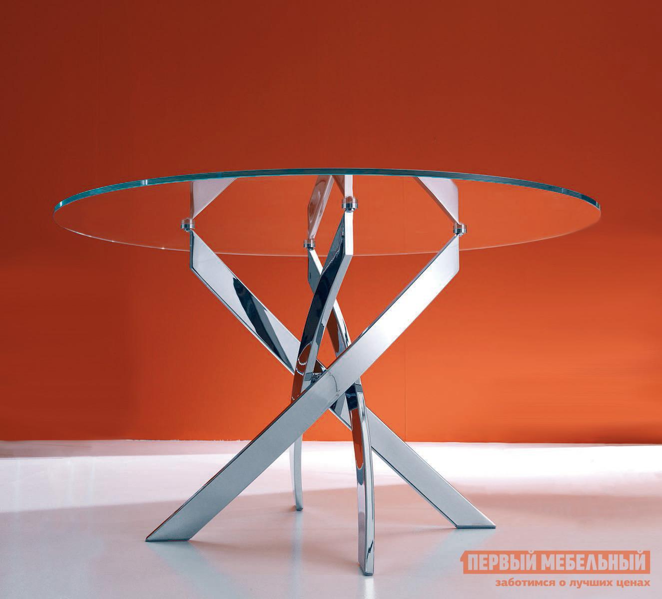 Кухонный стол ДИК KENNER R1000 Хром / Стекло прозрачноеКухонные столы<br>Габаритные размеры ВхШхГ 750x1000x1000 мм. Модный и стильный обеденный стол с круглой стеклянной столешницей.  Особое внимание привлекают четыре серебристые ножки, оригинально переплетенные между собой, которые обеспечивают столу устойчивость.  Такая модель станет центральным элементом современного интерьера кухни или столовой зоны. Столешница изготавливается из ударопрочного стекла, которое устойчиво к воздействию влаги, холодных и горячих предметов, чистящих средств (кроме абразивных материалов).  В цветах «черный» и «белый» столешница окрашена с обратной стороны.  Кромка — глянцевая, в цвет стола.  Стол выдерживает нагрузку до 60 кг. Прочные ножки выполняются из стали толщиной 2 мм (внутри полые) с хромированным покрытием и оснащены регулировочными винтами, которые позволят скорректировать устойчивость стола на неровном покрытии.  У прозрачной столешницы закаленное стекло имеет толщину 8 мм, белая и черная столешница — лист ДСП со стеклом 4 мм.<br><br>Цвет: Серый<br>Высота мм: 750<br>Ширина мм: 1000<br>Глубина мм: 1000<br>Кол-во упаковок: 2<br>Форма поставки: В разобранном виде<br>Срок гарантии: 2 года<br>Материал: Металл<br>Материал: Стекло<br>Форма: Круглые<br>Размер: Маленькие<br>С металлическими ножками: Да<br>Глянцевые: Да