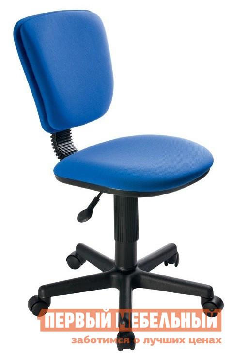 Компьютерное кресло Бюрократ CH-204NX 26-21 Индиго синийКомпьютерные кресла детские<br>Габаритные размеры ВхШхГ xx мм. Это детское кресло создано для всех любителей гармоничного сочетания выдержанного стиля, эргономичности и безопасности.   Модель оснащена механизмом регулировки высоты сидения.  Это позволяет максимально снизить нагрузку на позвоночник и избежать проблем с осанкой.  Каркас кресла выполнен из высококачественного пластика.  Все материалы, из которых изготовлено кресло, экологически безопасны и не вызывают аллергических реакций.  Размеры модели оптимальны для детских и подростковых комнат небольшого размера. Изделие поставляется в упаковке размером 570х270х540. Вес в упаковке составляет 8,9 кг.<br><br>Цвет: Синий<br>Кол-во упаковок: 1<br>Форма поставки: В разобранном виде<br>Срок гарантии: 18 месяцев<br>Тип: До 80 кг<br>Тип: До 100 кг<br>Тип: Регулируемые по высоте<br>Назначение: Для дома<br>Назначение: Для школьников<br>Материал: Ткань<br>На колесиках: Да<br>Пластиковая крестовина: Да<br>Без подлокотников: Да<br>С низкой спинкой: Да<br>Пол: Для девочек<br>Пол: Для мальчиков