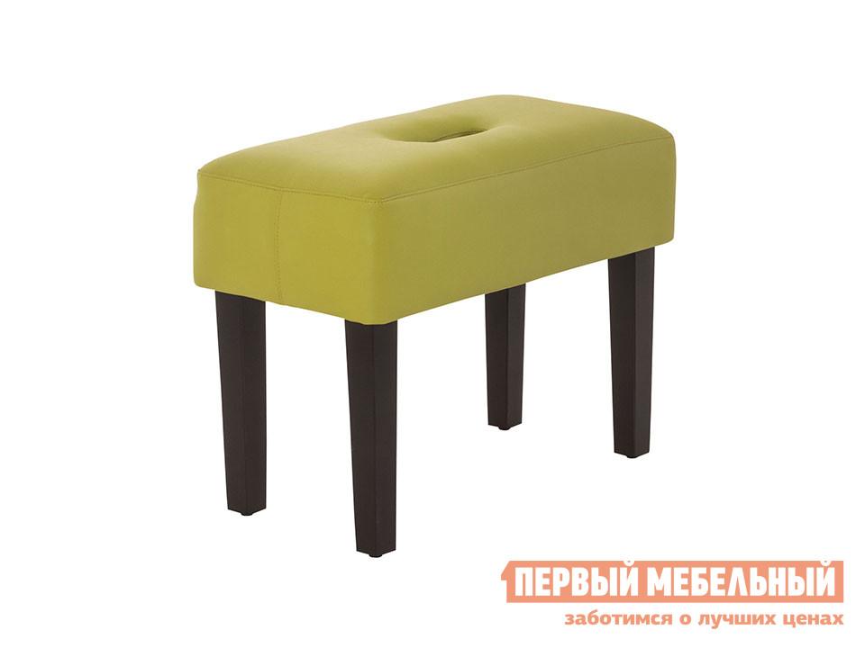 Банкетка ОГОГО Обстановочка! Handy Кож. зам. Domus kiwi (Оливковый)Банкетки<br>Габаритные размеры ВхШхГ 390x510x260 мм. Мягкая небольшая банкетка.  Прекрасно подойдет в качестве места для сидения в прихожей или в роли подставки для ног рядом с креслом, где вы сможете отдохнуть после рабочего дня. В сиденье сделано отверстие для легкого и удобного перемещения банкетки. Ножки выполнены из массива сосны, обивка — экокожа.  Цвет ножек — черный. Максимальная нагрузка составляет 100 кг.<br><br>Цвет: Кож. зам. Domus kiwi (Оливковый)<br>Цвет: Зеленый<br>Высота мм: 390<br>Ширина мм: 510<br>Глубина мм: 260<br>Кол-во упаковок: 1<br>Форма поставки: В разобранном виде<br>Срок гарантии: 2 года<br>Тип: Скамья<br>Назначение: Для кухни, Для спальни, В прихожую, Для офиса, Для гостиной, Для ног, Для туалетного столика<br>Материал: из искусственной кожи<br>Форма: Прямоугольные<br>Размер: Узкие, Одноместные<br>Высота: Низкие<br>Особенности: С мягким сиденьем, На ножках, Без спинки<br>Стиль: Современный, В стиле ретро