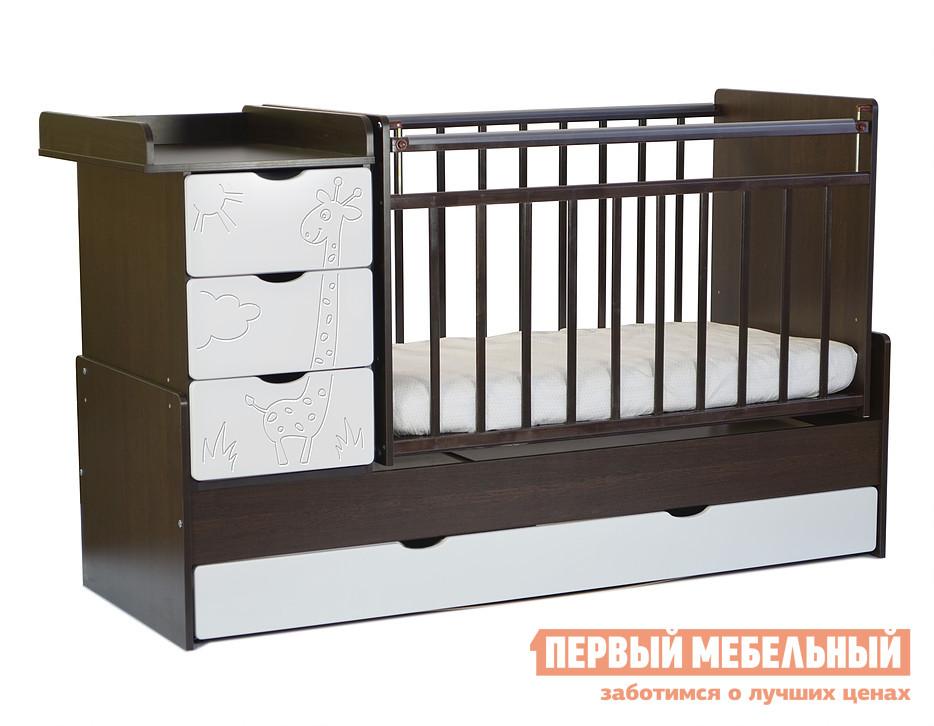 Кроватка SKV company СКВ-5 54003x Венге, Кожа молочная, Без матрасаКроватки для новорожденных<br>Габаритные размеры ВхШхГ 1080x1740x680 мм. Гармоничная, функциональная кроватка из массива березы существенно облегчит уход за ребенком. Конструкцией предусмотрено множество вместительных ящиков из ЛДСП, а также удобный пеленальный столик.  Размеры пеленального столика (ШхГ) 490 х 600 мм. В целях безопасности установлена накладка из ПВХ.  Фасады из МДФ с очаровательной фрезеровкой в виде мультипликационного жирафа будут поднимать настроение каждый день, а поперечный маятник поможет укачать даже самого капризного малыша. Ложе со спальным местом 600 х 1200 мм можно установить на одном из двух уровней. Механизм опускания боковой стенки — кнопка. Со взрослением ребенка можно снять боковые и торцевую стенки и кровать прослужит еще несколько лет. Размер подросткового спального места составляет 600 х 1700 мм. Обратите внимание! Необходимо выбрать комплектацию: с матрасом или без.  С моделью матраса, поставляемой в комплекте, вы можете ознакомиться во вкладке «Аксессуары».<br><br>Цвет: Венге<br>Высота мм: 1080<br>Ширина мм: 1740<br>Глубина мм: 680<br>Кол-во упаковок: 1<br>Форма поставки: В разобранном виде<br>Срок гарантии: 18 месяцев<br>Тип: Трансформер<br>Тип: Маятники<br>Материал: Дерево<br>Материал: Натуральное дерево<br>С ящиками: Да<br>Поперечные маятники: Да<br>С пеленальным столиком: Да